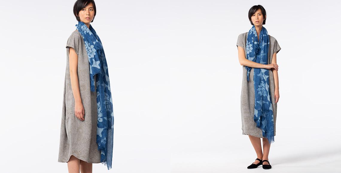 Kleid Mineva 902 ash Schal Voluto 901 blue denim